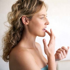 treating cracks at the corners of the mouth angular cheilitis remedies